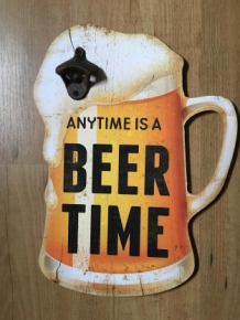 "Wandbord bierpul met opener en tekst: ""anytime is a BEER TIME"""